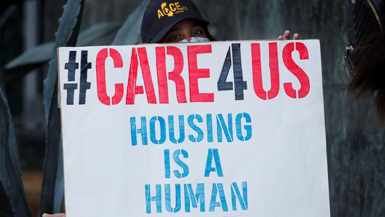 «Le logement fait partie des droits humains»: le 17juillet à San Diego (Californie), un jeune garçon manifeste pour l'adoption d'une loi visant à interdire l'expulsion de locataires pour des loyers impayés en raison de l'épidémie du nouveau coronavirus.