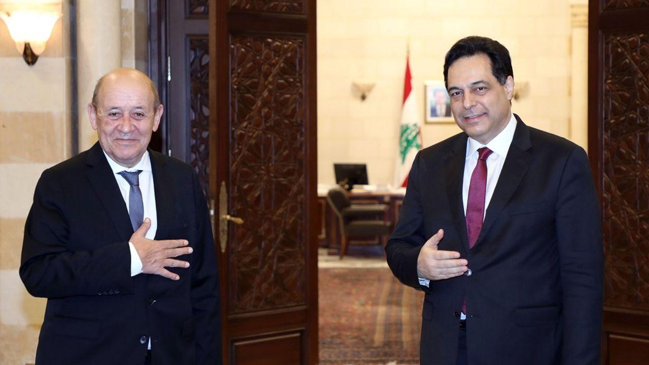 En visite de deux jours à Beyrouth sur fond de grave crise économique et sociale, le ministre français des Affaires étrangères a déclaré «l'heure est grave» aux responsables libanais, dont le Premier ministreHassan Diab (à droite).