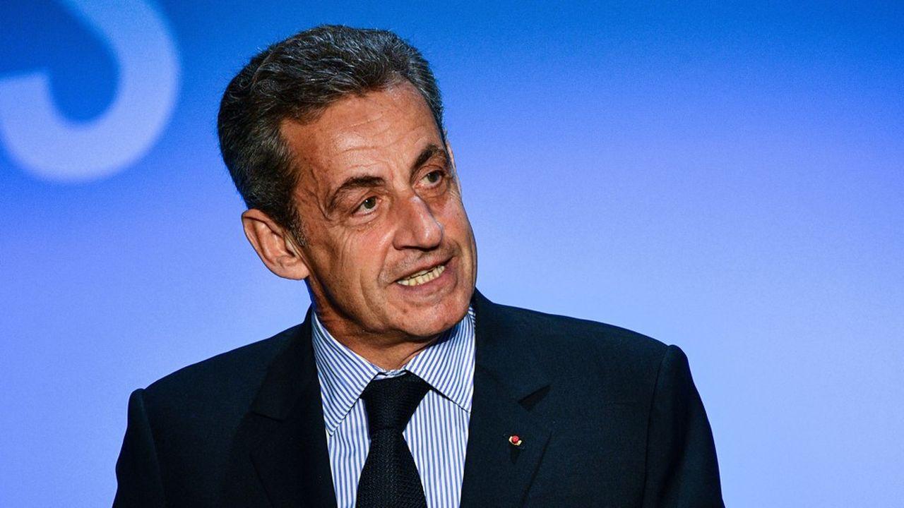 Nicolas Sarkozy va entamer une série de séances de dédicaces à travers la France dès ce vendredi.