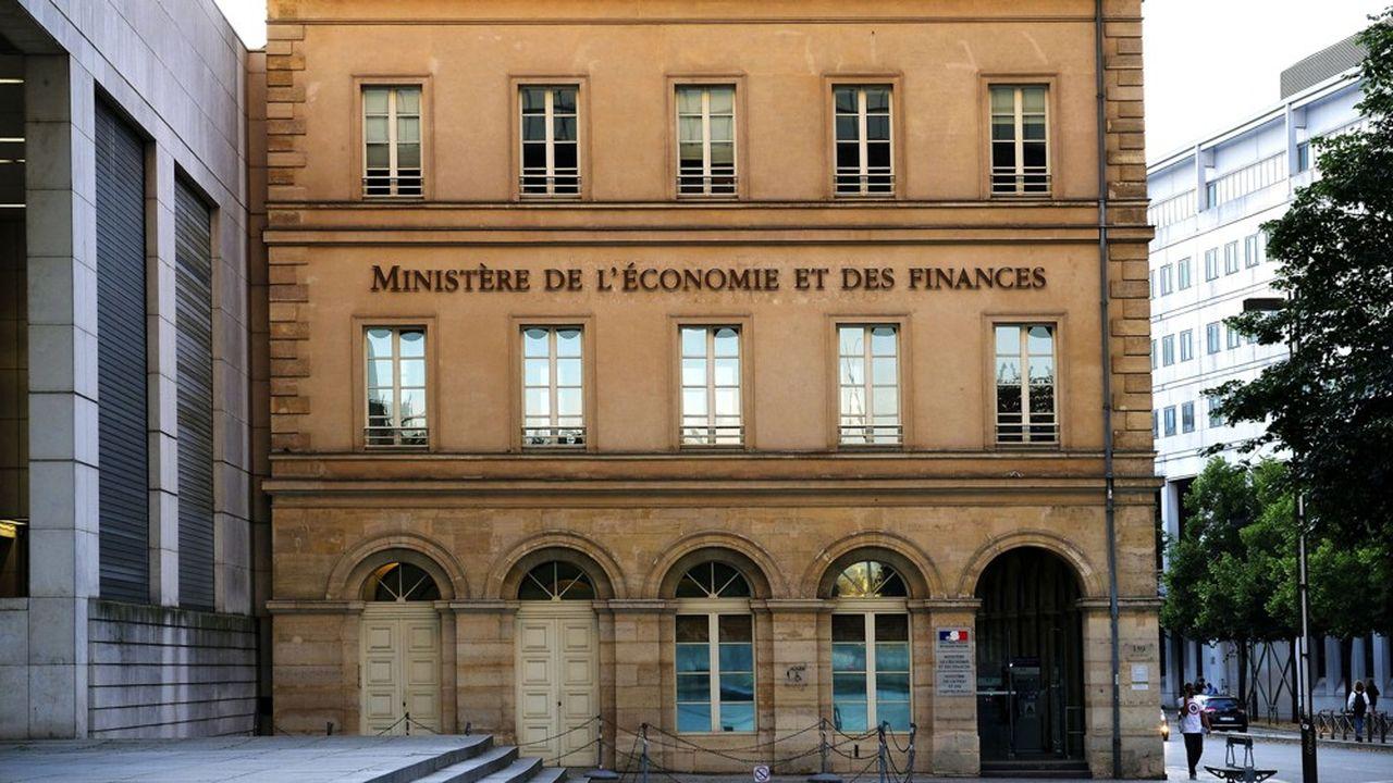 Bercy a publié jeudi le décret abaissant à 10% des droits de vote le seuil de notification des acquisitions étrangères.