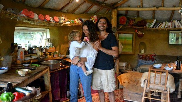 Caroline, Jonathan et leur petite fille Mani, un an et demi.