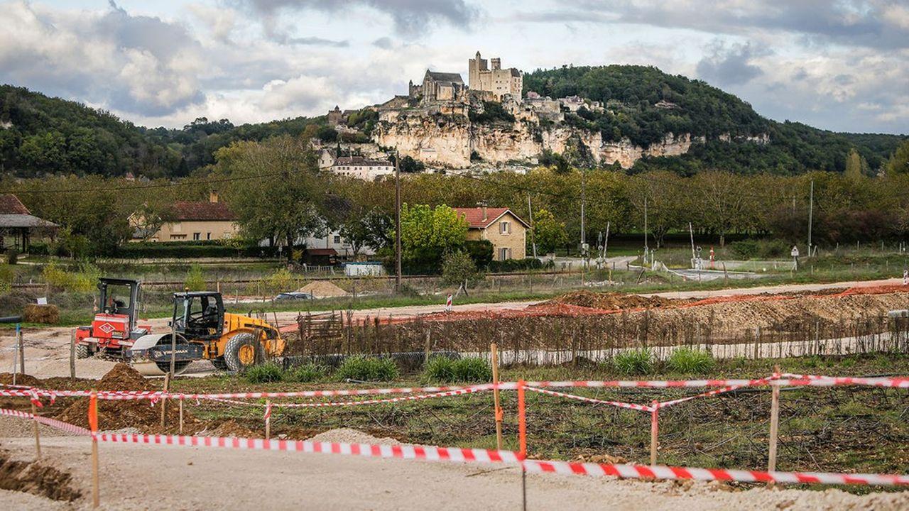 Le projetcomprenait une nouvelle route de 3,4 kilomètres et deux ponts sur la Dordogne ainsi qu'un passage sous la voie ferrée.