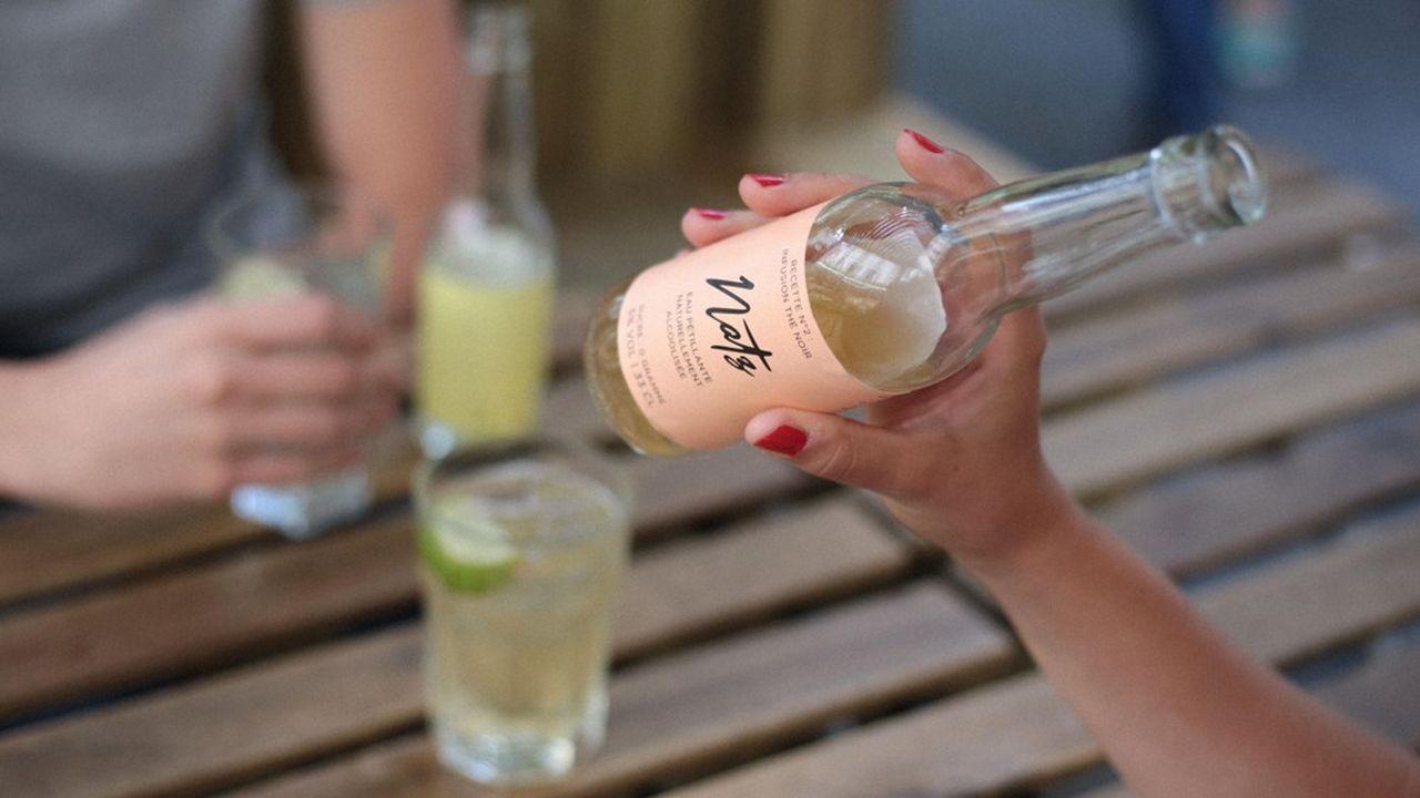 Les premières eaux pétillantes alcoolisées à se lancer sur le marché français ont un positionnement haut de gamme.