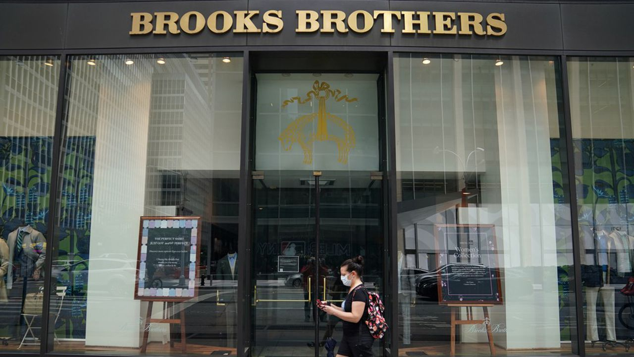 Brooks Brothers a habillé tous les présidents américains sauf quatre, et ses pardessus ont été portés lors des investitures d'Abraham Lincoln, de Barack Obama et, plus récemment, de Donald Trump.