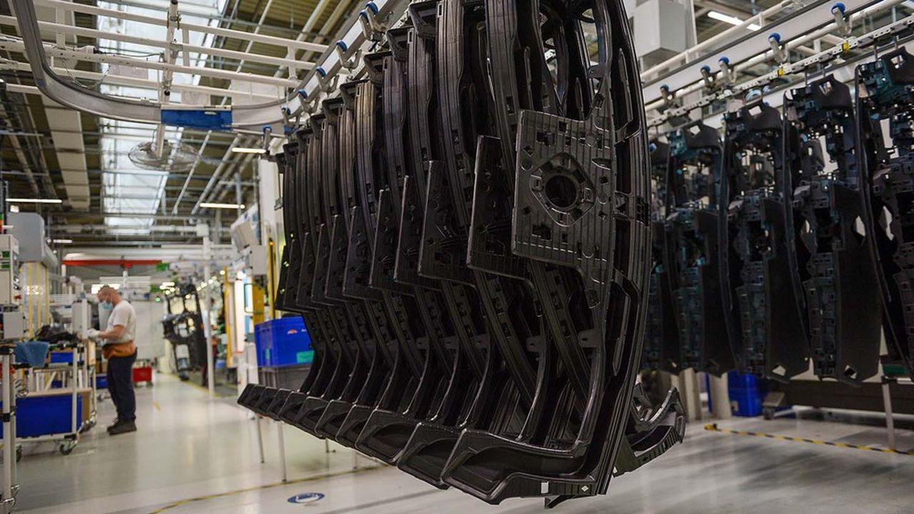 L'équipementier automobile, spécialisé dans les sièges, le cockpit et la dépollution des voitures, a vu ses ventes chuter à 6,17milliards d'euros, soit - 35,4% sur les six premiers mois de l'année