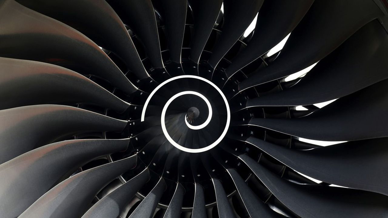 La chaîne de l'aéronautique française compte quelque 400 entreprises, toutes frappées de plein fouet par la crise sanitaire du Covid, qui paralyse le trafic aérien.