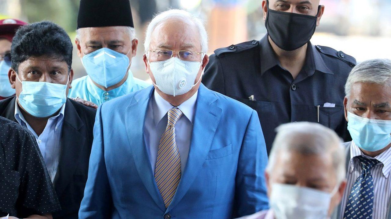 Najib Razak, qui nie toutes les accusations, risque des années de prison.