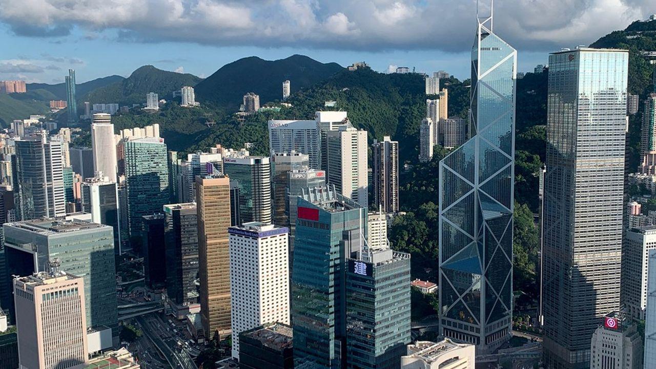 Depuis la promulgation par la Chine d'une loi de sécurité nationale à Hong Kong, de nombreuses voix s'élèvent pour dénoncer une rupture duprincipe «un pays, deux systèmes» et un basculement dans l'autoritarisme.