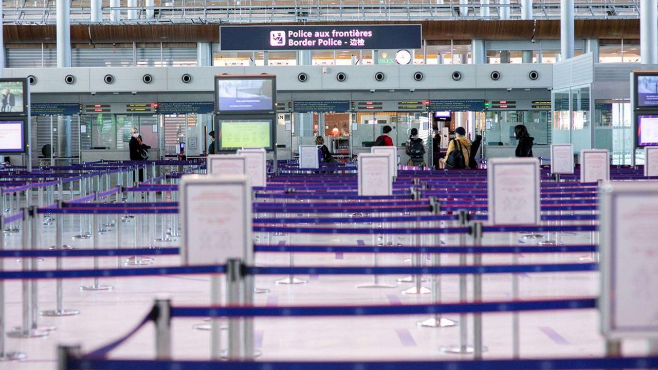 Sur les aéroports parisiens, le trafic a chuté de près des deux tiers sur les six premiers mois de l'année, avec 19,8millions de passagers en moins.