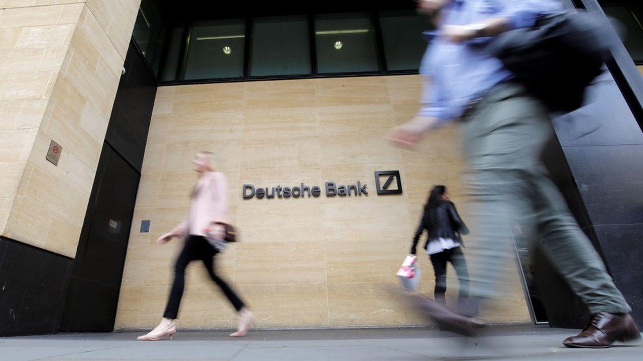 La première banque allemande a d'ores et déjà prévenu qu'elle allait gonfler le montant des provisions financières pour le deuxième trimestre.