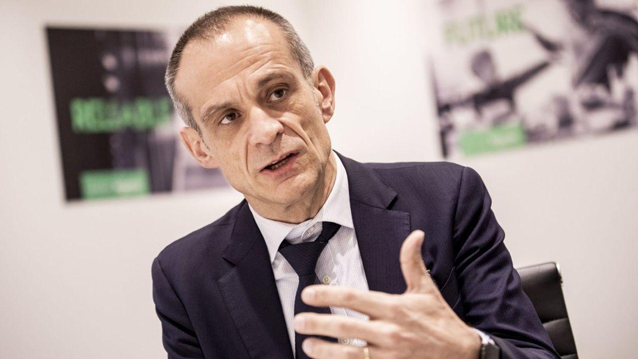 Dans une interview aux «Echos», le PDG du groupe, Jean-Pascal Tricoire, estime que le pire est passé.