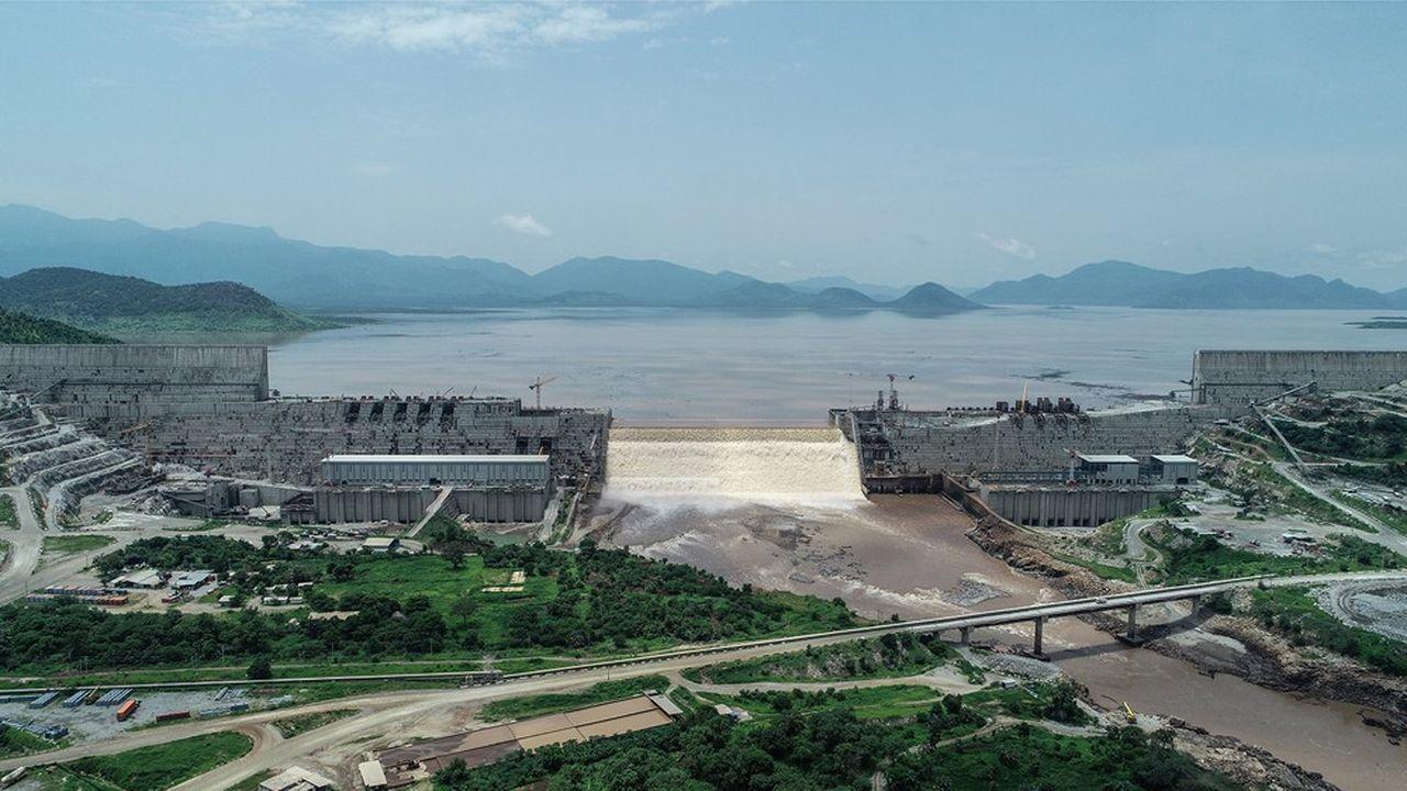 Rempli pour la première fois, le réservoir du barrage du Nil Bleu en Ethiopie a déjà accumulé des milliards de mètres cubes d'eau au sein d'une structure de 145 mètres de haut.