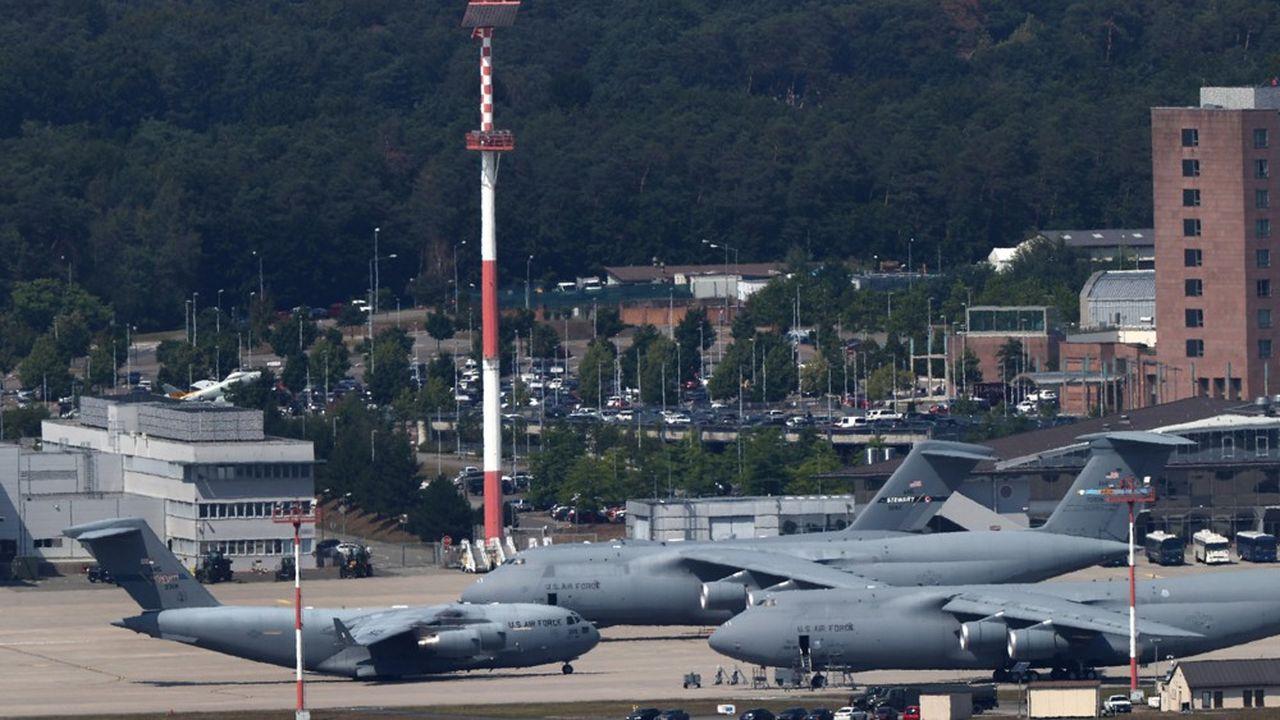 L'armée américaine dispose d'un atout considérable pour assurer sa sécurité avec la base aérienne américaine de Ramstein, qui joue un rôle majeur pour le transport d'hommes et d'équipements en Irak et en Afghanistan