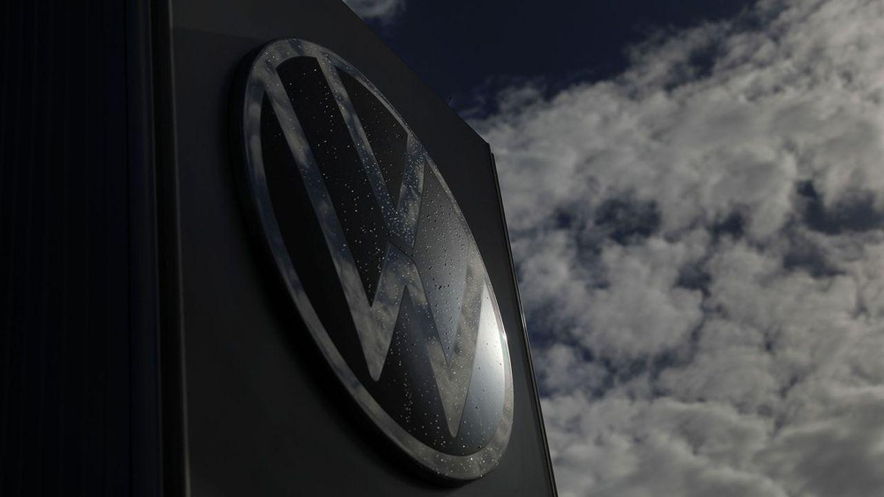 Seuls Skoda et surtout Porsche sont restés dans le vert entre janvier et juin, la marque phare Volkswagen encaissant une marge opérationnelle négative de 1,5%. Même Audi, la vache à lait de Wolfsburg, est en perte.