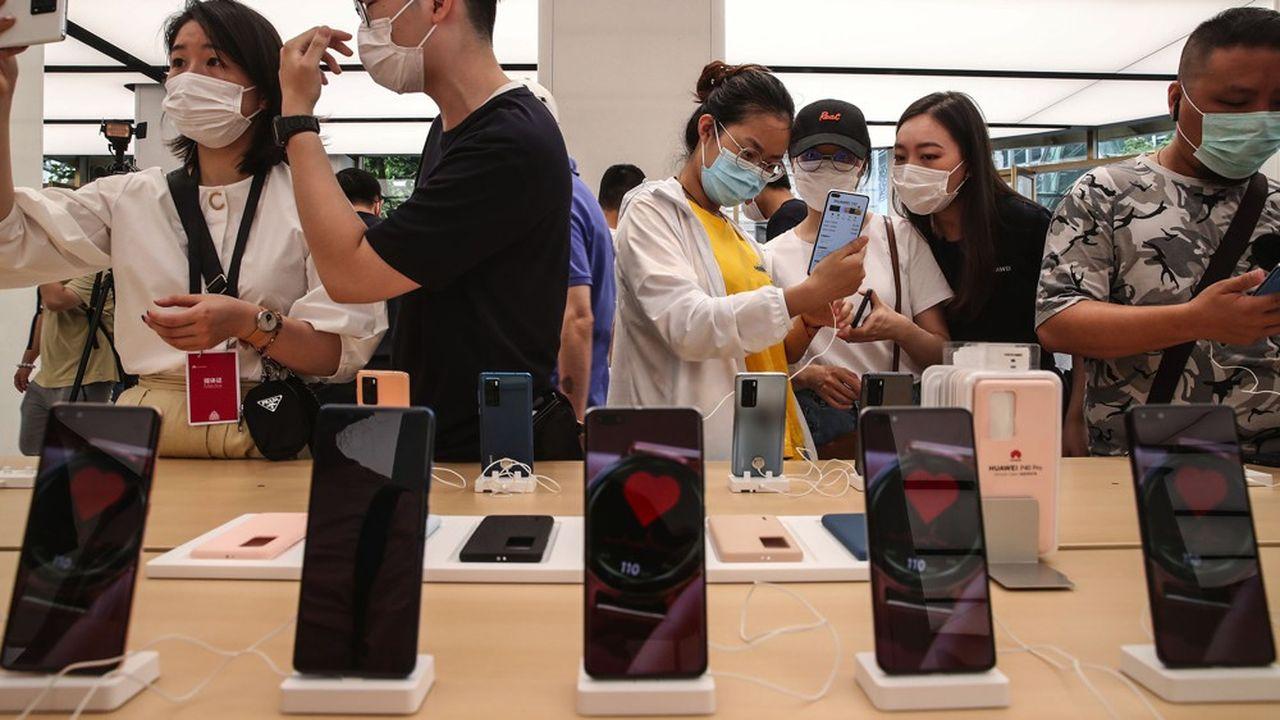 Huawei vend 70% de ses smartphones en Chine où l'économie a repris plus tôt qu'ailleurs dans le monde.