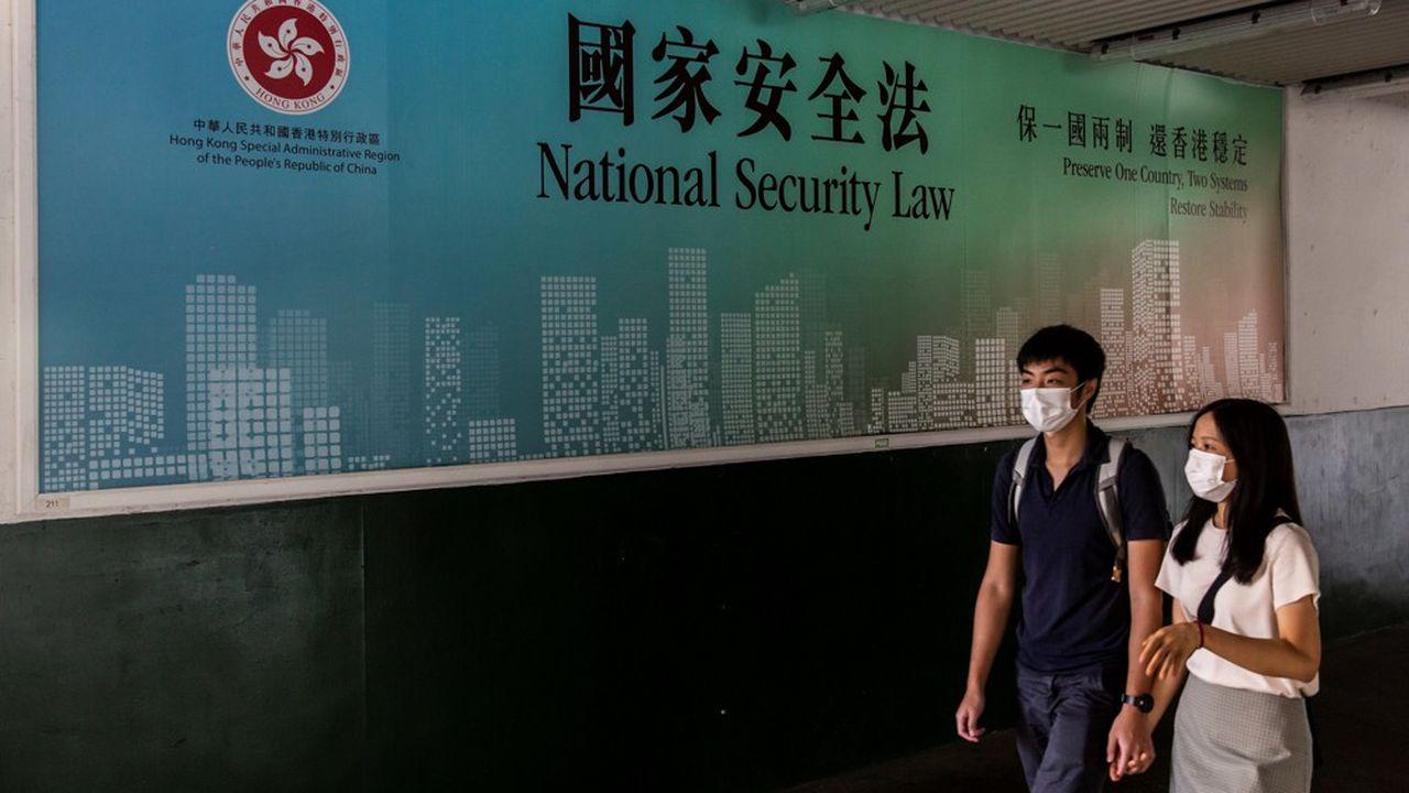 Selon la police, les quatre étudiants ont été arrêtés pour avoir enfreint la loi sur la sécurité nationale, imposée par Pékin depuis début juillet.