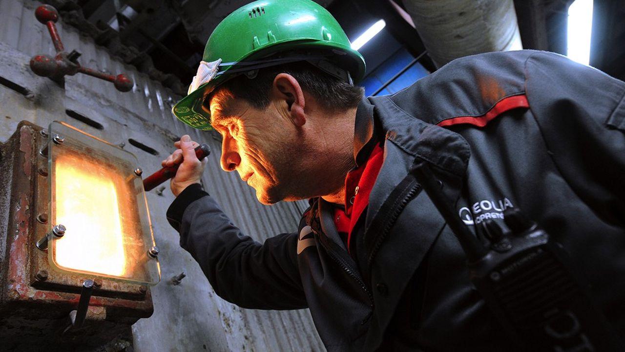 Veolia réalise 40% de son chiffre d'affaires dans la gestion des déchets, dont ceux de la clientèle industrielle et commerciale. Une activité très liée à la production industrielle, dépendante de la conjoncture économique et qui s'est arrêtée en France pendant le confinement.
