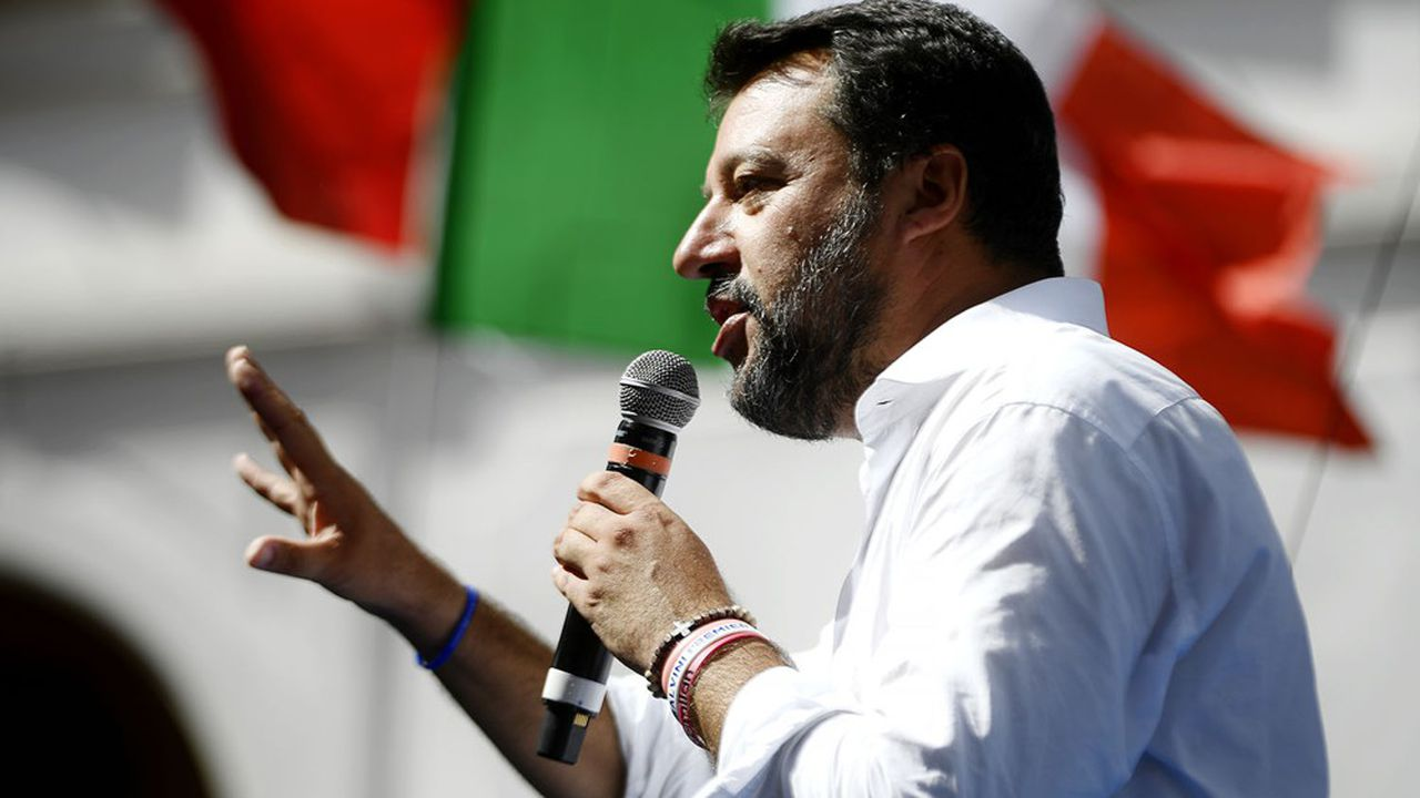 Le Sénat italien a autorisé le renvoi en procès de l'ancien ministre de l'Intérieur Matteo Salvini, qui sera poursuivi pour avoir bloqué pendant plusieurs jours le navire humanitaire Open Arms devant l'île de Lampedusa avec à son bord 150 migrants.