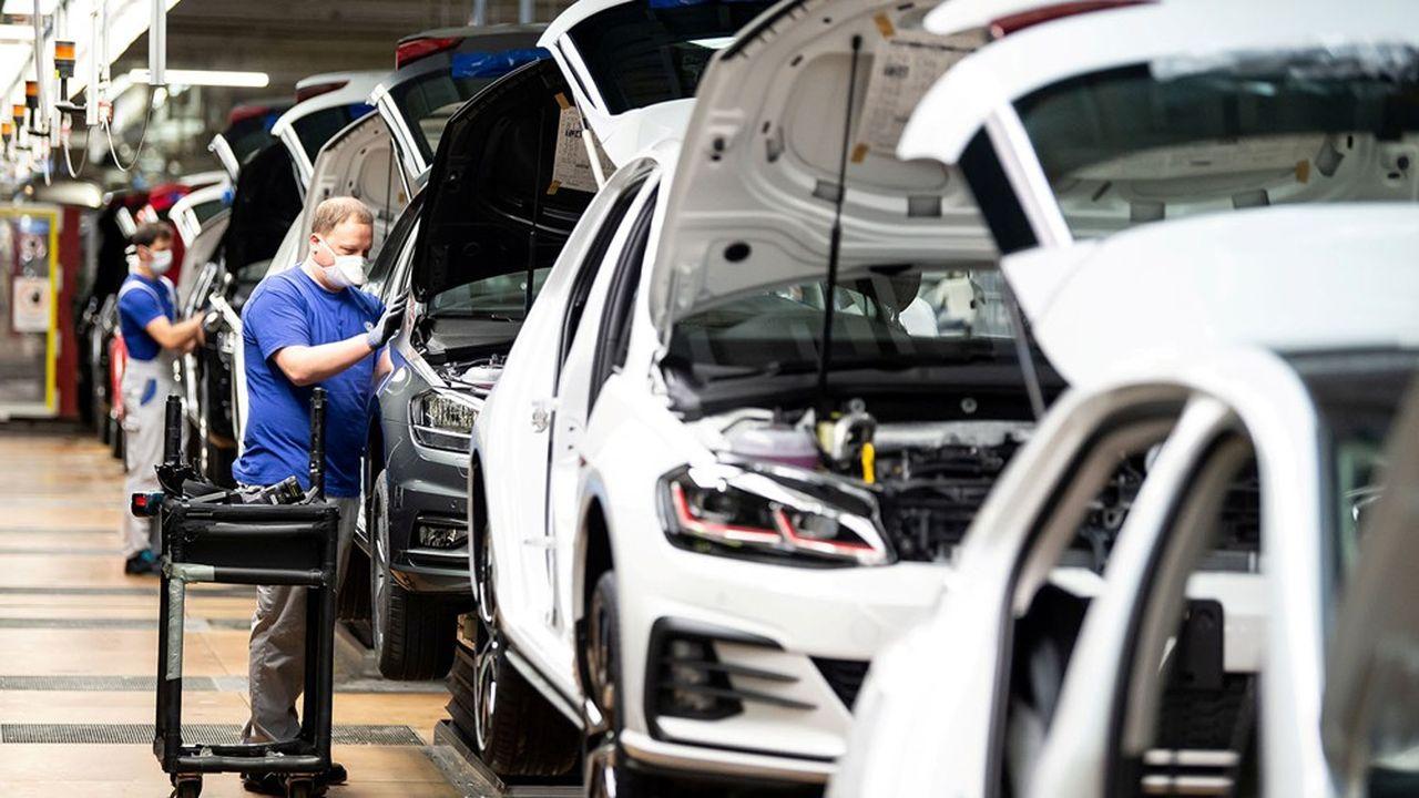 Au moins 1.100.000 Européens travaillant dans la construction automobile sont touchés par les fermetures d'usines résultant de la crise actuelle.