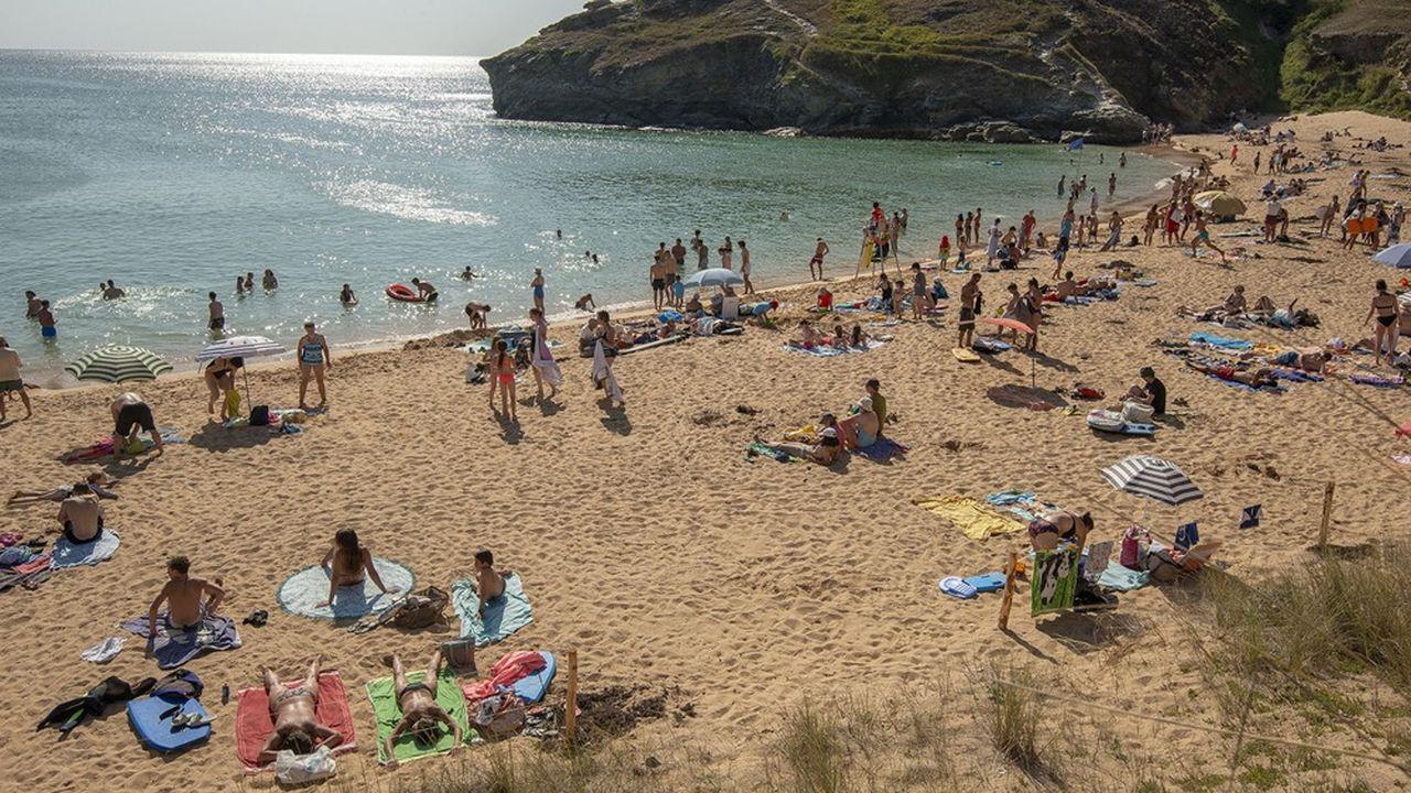 Cette année encore, la Bretagnea séduit les vacanciers en juillet. Pour certains professionnels du tourisme, son succès tiendrait à sa proximité avec l'Ile-de-France. A contrario, la Corse a perdu de son attractivité.