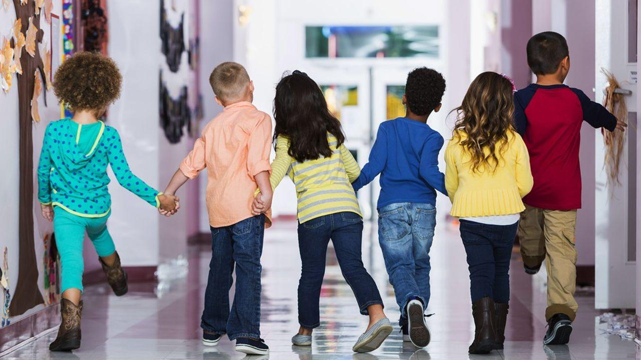 «Les comportements habituels des jeunes enfants et les endroits clos dans les écoles et les garderies posent la question d'une propagation du SARS-CoV-2 dans cette population», estiment les auteurs de l'étude.