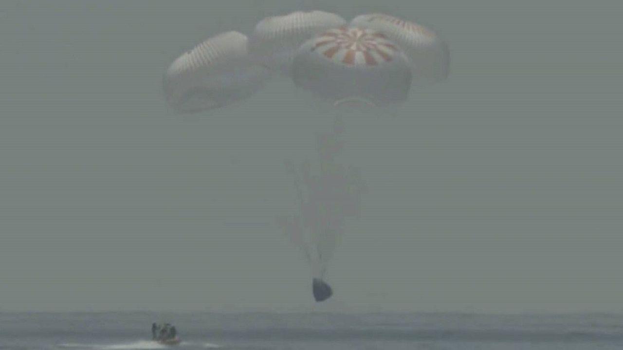 Pour éviter une tempête tropicale, la capsule a finalement amerri dans le golfe du Mexique.