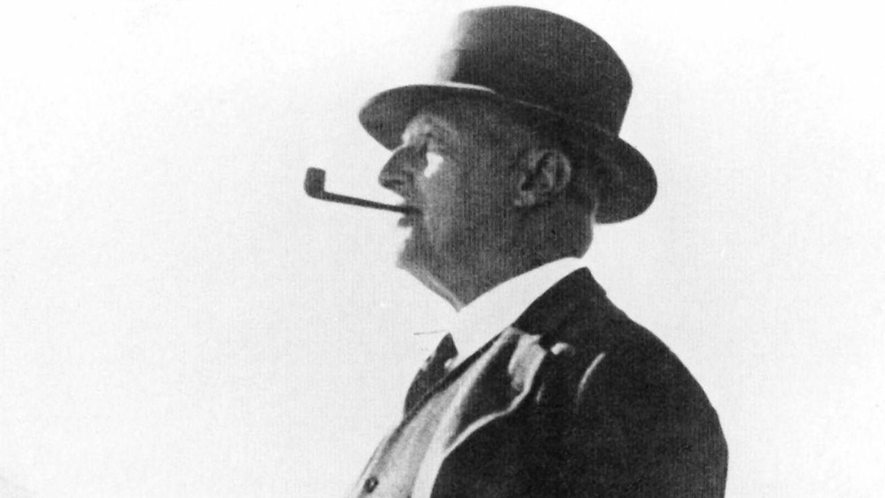 L'image dominante de Giovanni Agnelli reste celle d'un «padre padrone», pipe au bec et chapeau Borsalino sur le crâne, ici à Sestrières en 1931.