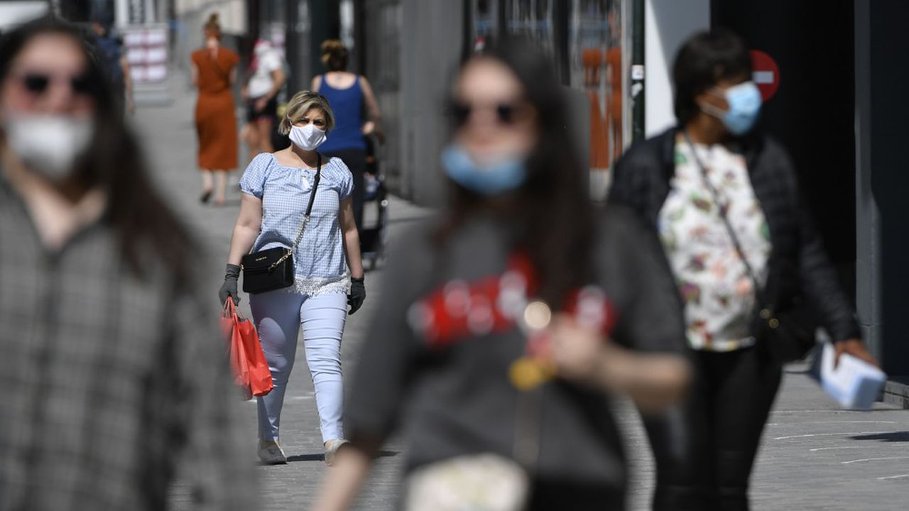 Les habitants de Bruxelles ont pris pour habitude de se promener masqué depuis des mois à cause du Covid-19.