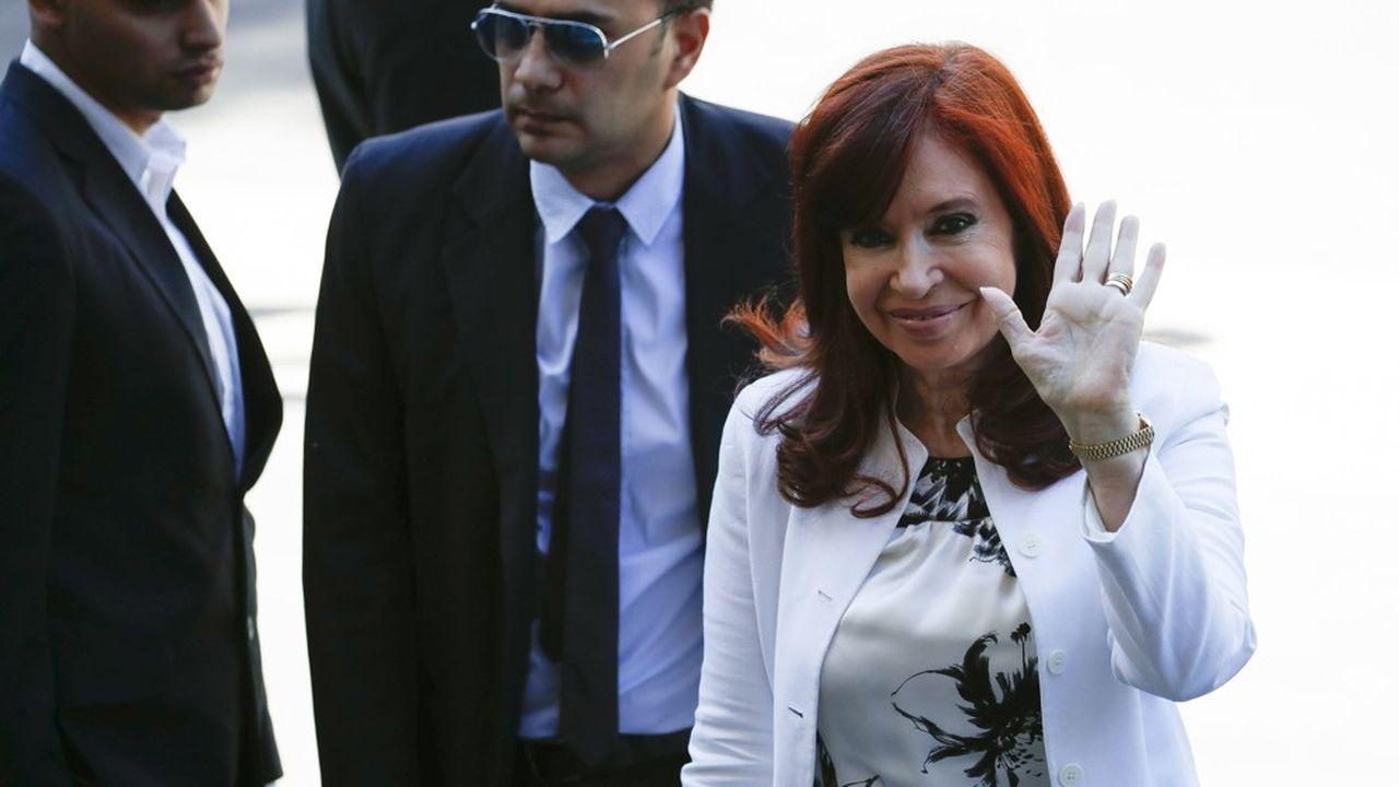En décembre, quelques jours avant de prêter serment comme vice-présidente de l'Argentine, Cristina Fernandez de Kirchner arrivait au tribunal à Buenos Aires pour une première audience devant le juge fédéral pour des faits présumés de corruption.
