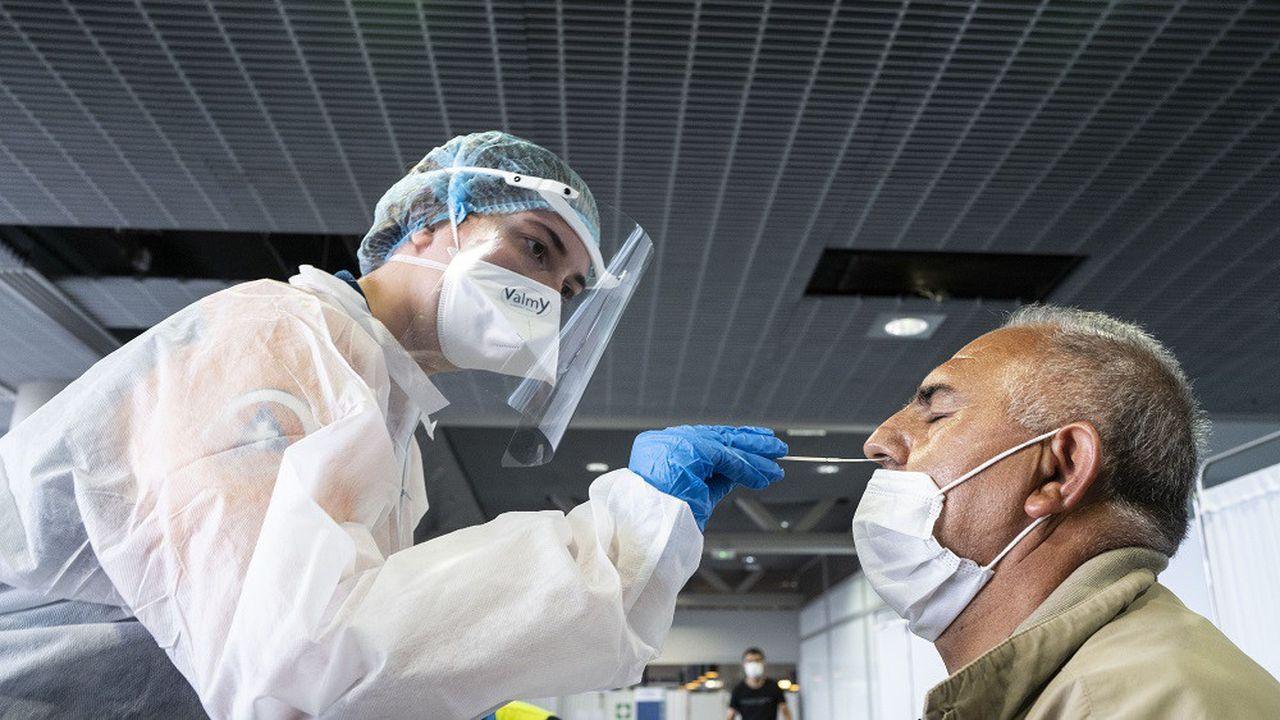 Les tests sont obligatoires pour les voyageurs arrivant dans les aéroports français et provenant de 16 pays à risque.