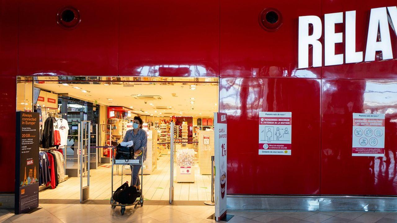 La quasi-totalité des plus de 4.000 points de vente de Lagardère Travel Retail dans le monde ont fermé pendant le confinement, à l'exception de quelques Relay considérés comme des magasins essentiels et certaines boutiques dans des hôpitaux.