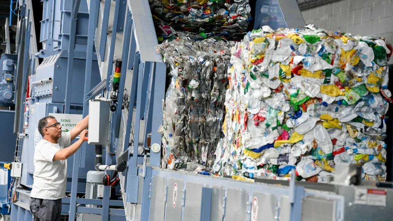 Une ligne de recyclage mécanique qui vise à fabriquer des nouveaux matériaux à partir d'emballages plastiques.