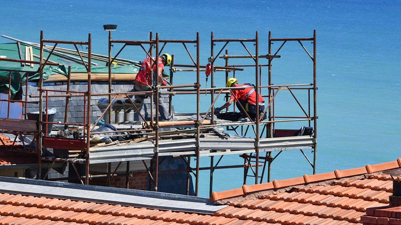 Sur les chantiers, priorité à la distanciation physique pour éviter le port du masque en continu.