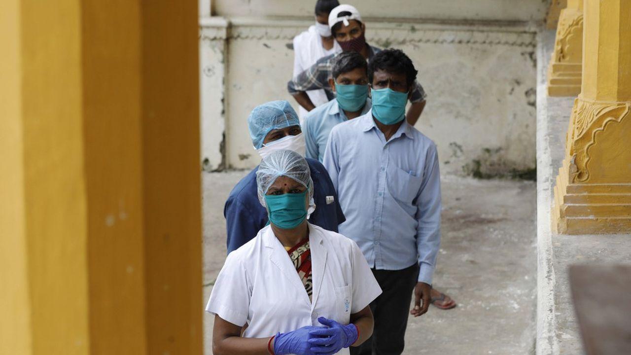 Le ministère indien de la Santé a fait état d'une progression record du nombre de nouvelles contaminations, avec 62.538 cas répertoriés en 24heures.