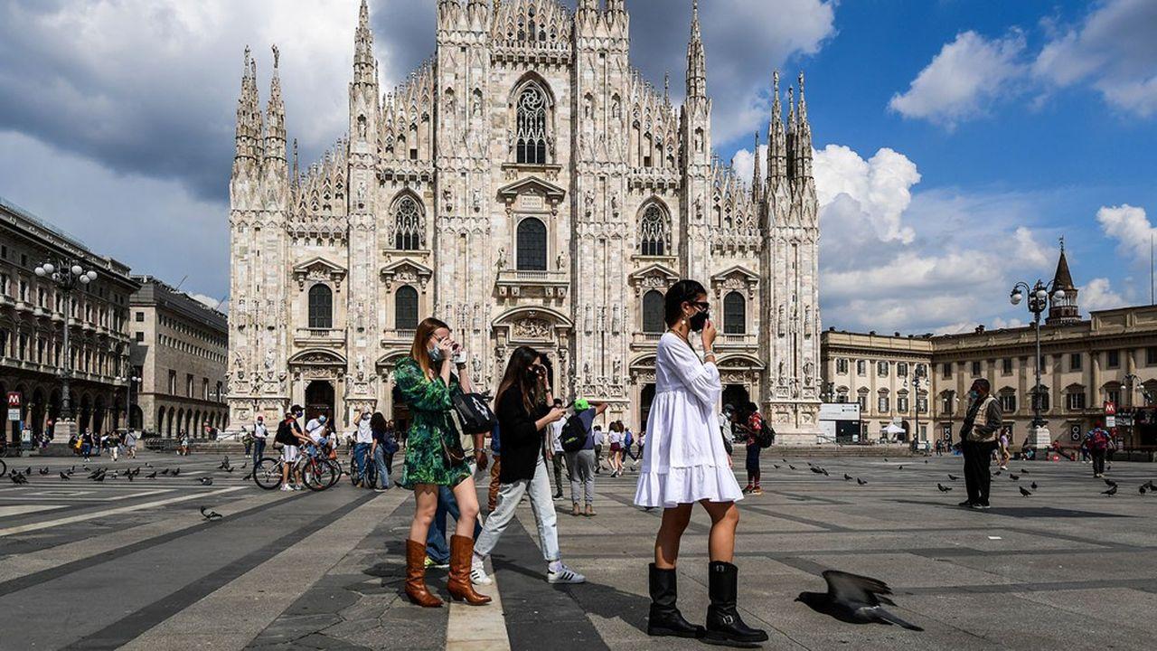 Les touristes sont revenus, mais mettent le masque, en Italie où l'épidémie n'est désormais plus qu'un «bruit de fond» sur le plan sanitaire.