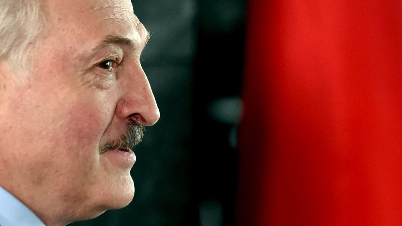Alexandre Loukachenko, au pouvoir depuis 26 ans, fait face à une opposition inédite à l'occasion de la présidentielle biélorusse.
