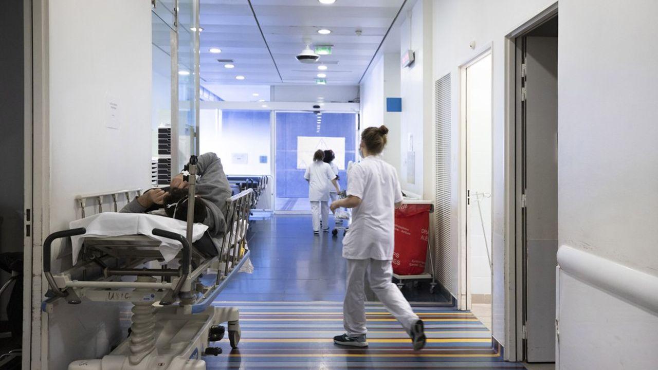 Dans les hôpitaux, 5.045 personnes sont désormais traitées pour une infection au nouveau coronavirus, soit 34 de plus que vendredi.