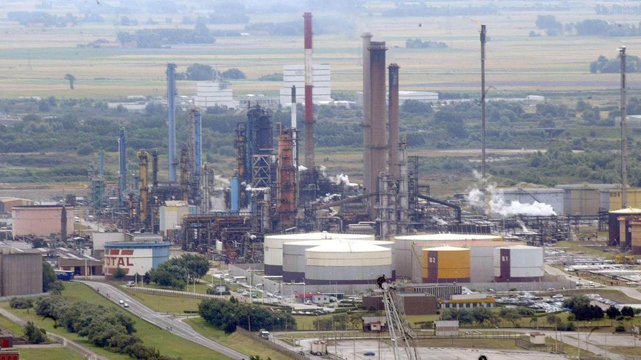 La raffinerie des Flandres près de Dunkerque (photo) a fermé en 2010, suivie de celles de Reichstett (Bas-Rhin), de Berre (Bouches-du-Rhône) et de Petit-Couronne (Seine-Maritime).