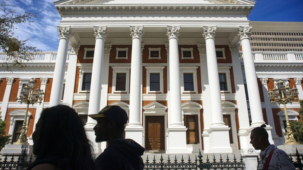 Jamais le Congrès National Africain (ANC), au pouvoir depuis un quart de siècle, n'avait accepté de se tourner vers le Fonds monétaire international pour soutenir son économie, au nom de sa souveraineté. C'est le plus gros chèque signé par l'institution dans le cadre de la crise sanitaire.
