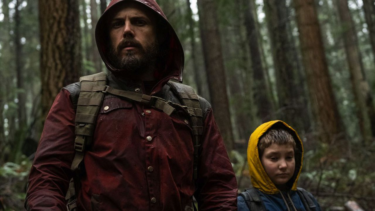 Le père (Casey Affleck) errant avec sa fille Rag (Anna Pniowky), la «lumière de sa vie».