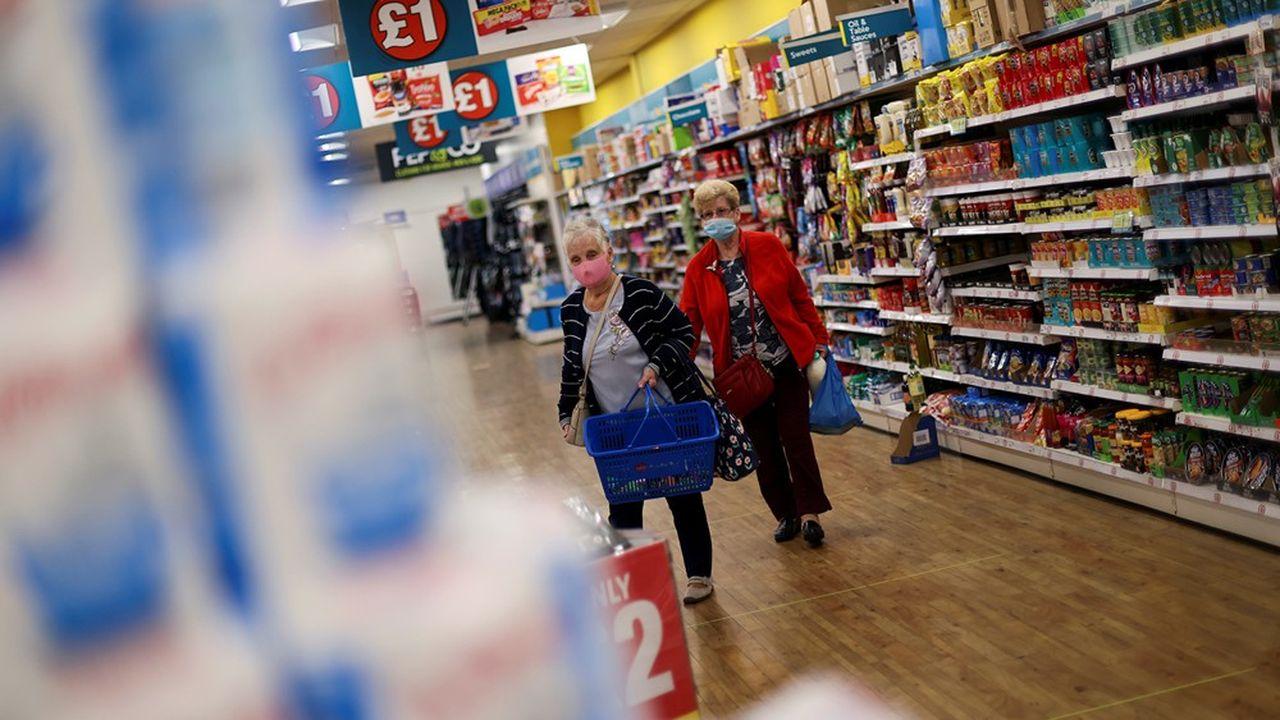 La consommation privée, en contraction de 23,1%, explique plus de 70% de la chute record du PIB britannique au deuxième trimestre.