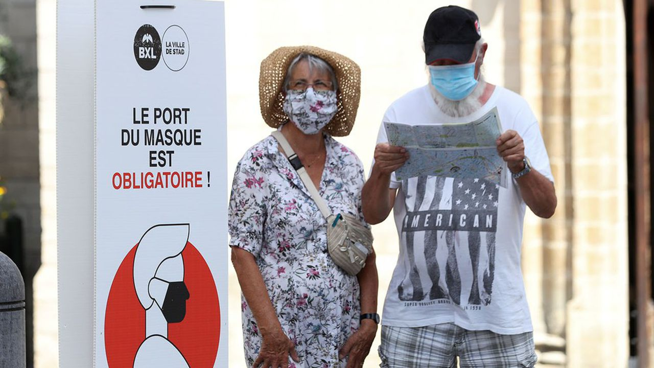 Le port d'un masque est désormais obligatoire, pour toute personne âgée de 12 ans et plus, dans les lieux publics et dans les lieux privés accessibles au public.