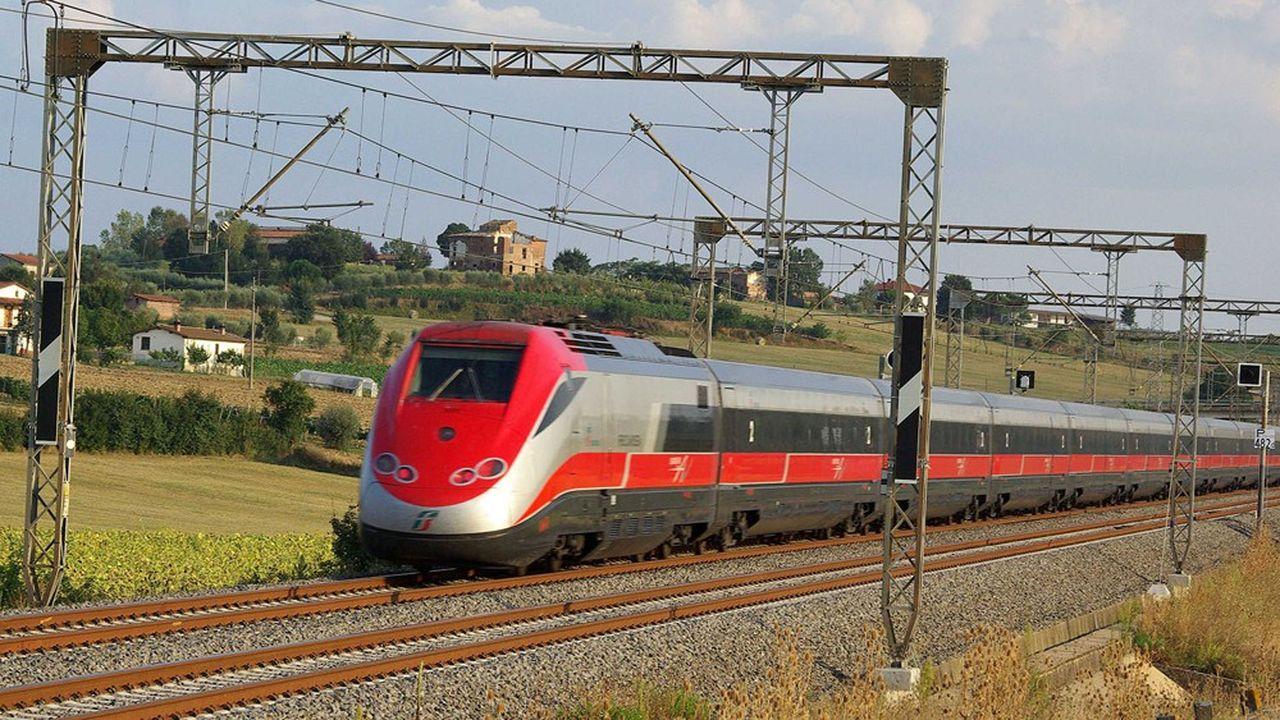 En Italie, le train à grande vitesse 'Frecciarossa' (ici, la précédente génération ETR500) relie notamment Milan à Rome, en passant par Bologne.