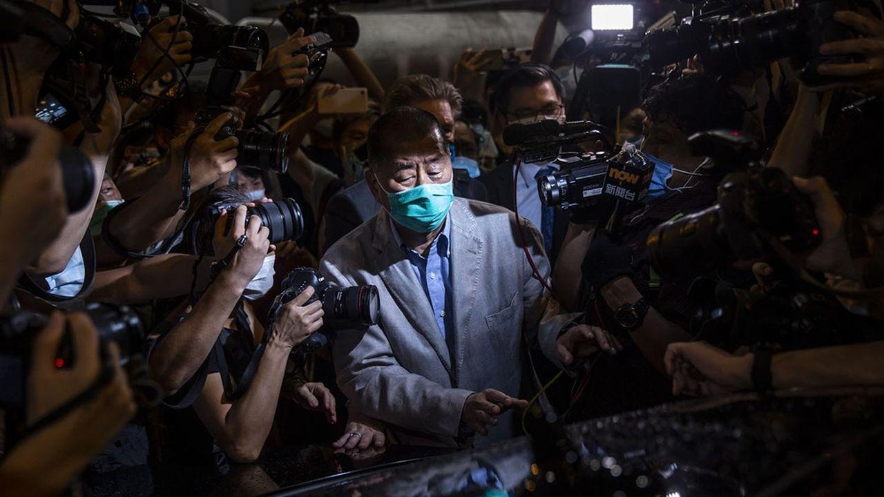 A peine libéré de garde à vue, le patron de presse pro-démocratie Jimmy Lai a demandé aux journalistes d'Apple news, son quotidien, de poursuivre le combat.