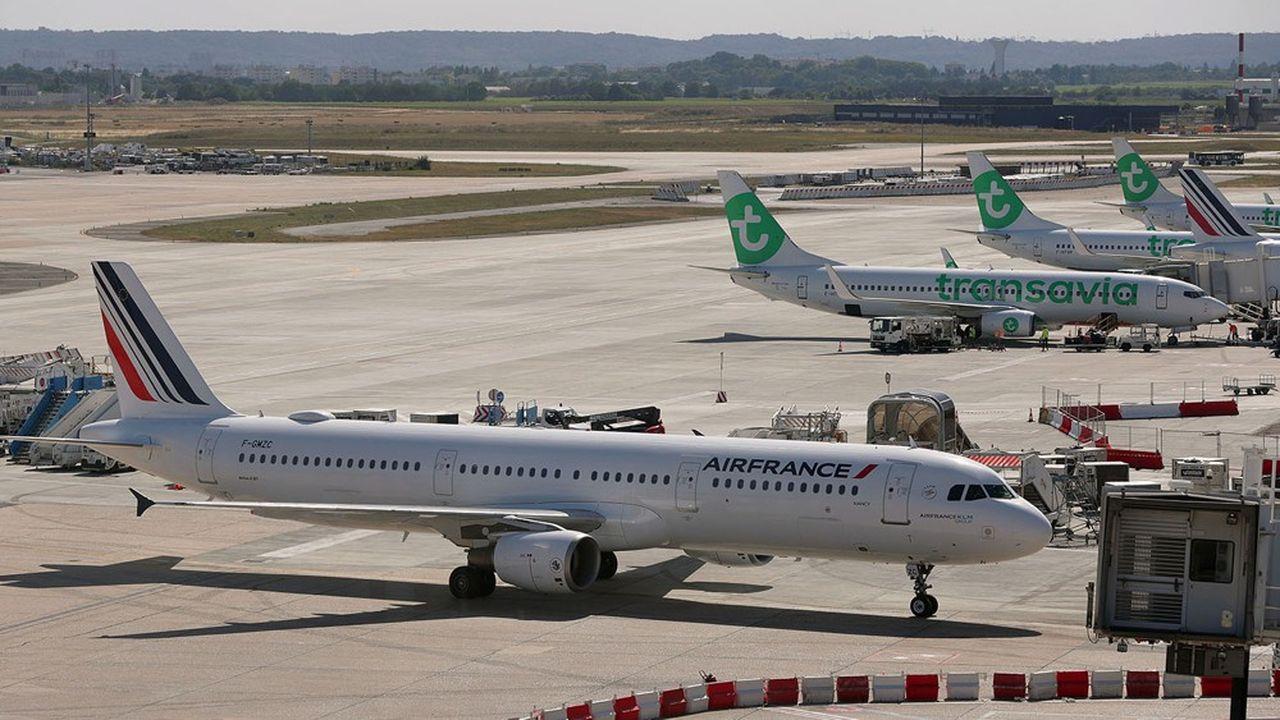 Les Boeing 737 vert de Transavia vont peu à peu prendre la place des Airbus tricolores d'Air France sur le tarmac d'Orly, à l'exception des vols de la Navette.