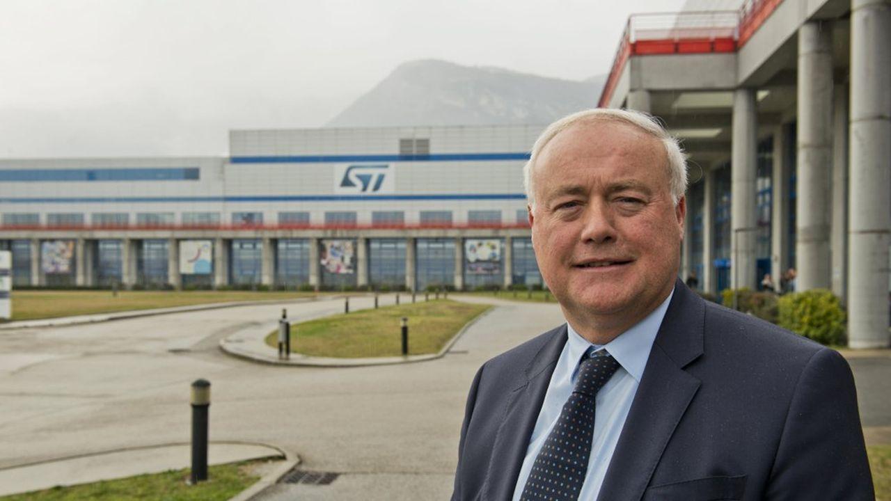 Jean-Marc Chéry, président du directoire et directeur général de STMicroelectronics, devant l'usine de Crolles où le groupe fabrique des capteurs d'image pour Huawei et d'autres marques de smartphones.