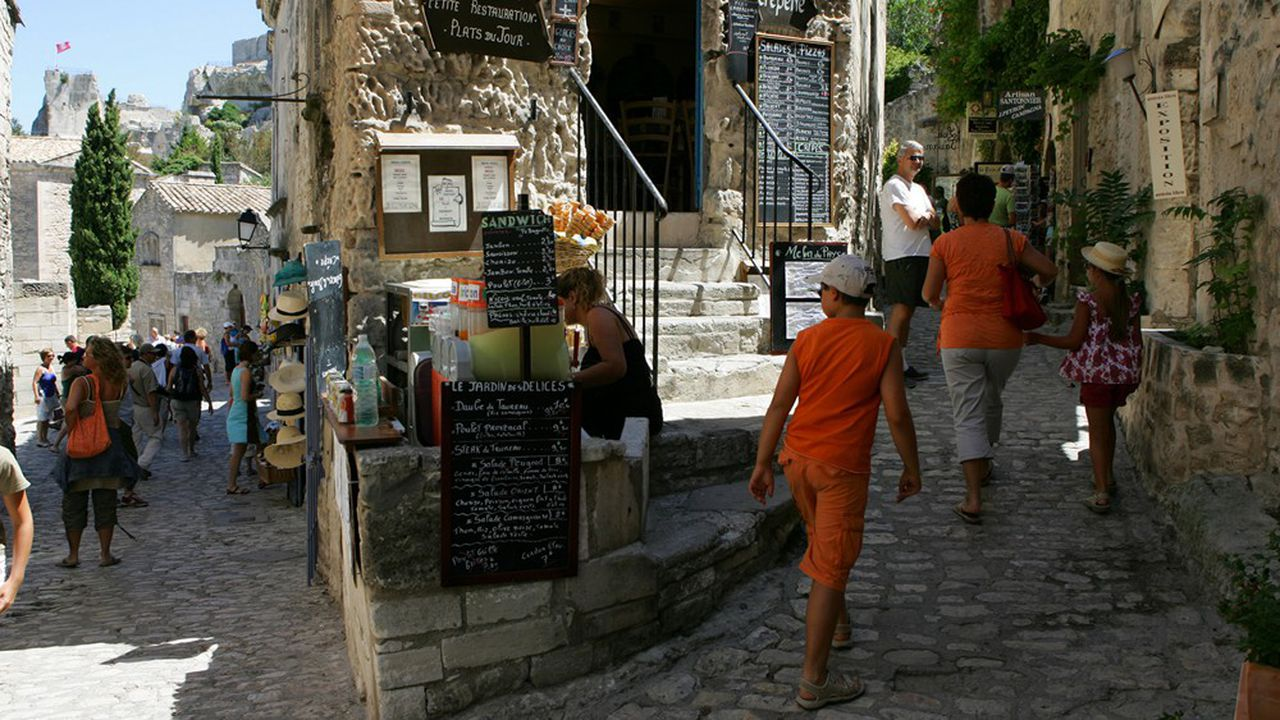 Les touristes passent en moyenne deuxheures dans les rues du village des Baux-de-Provence.