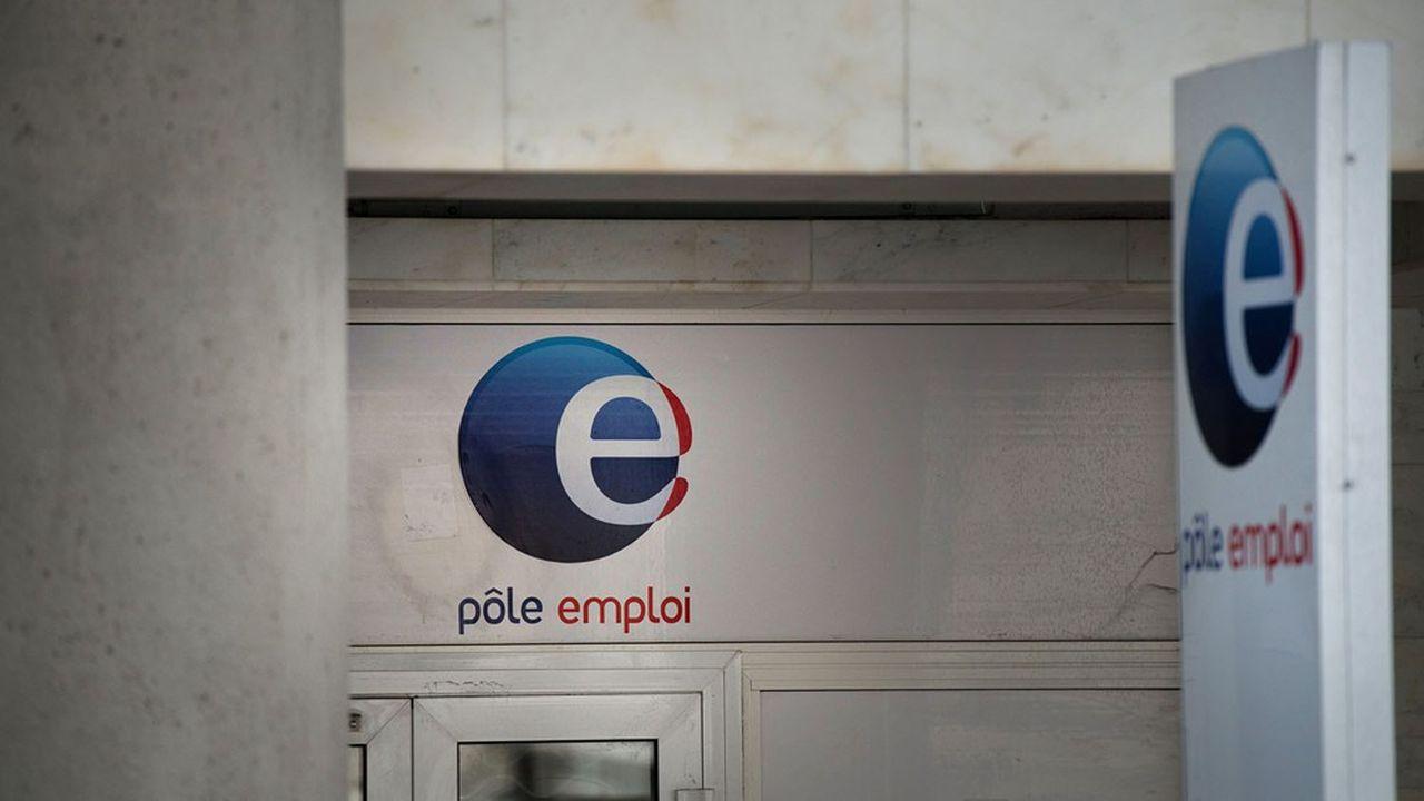 Le nombre d'inscrits à Pôle emploi augmente massivement, mais cela ne se retrouve pas dans les statistiques du taux de chômage de l'Insee à ce stade.