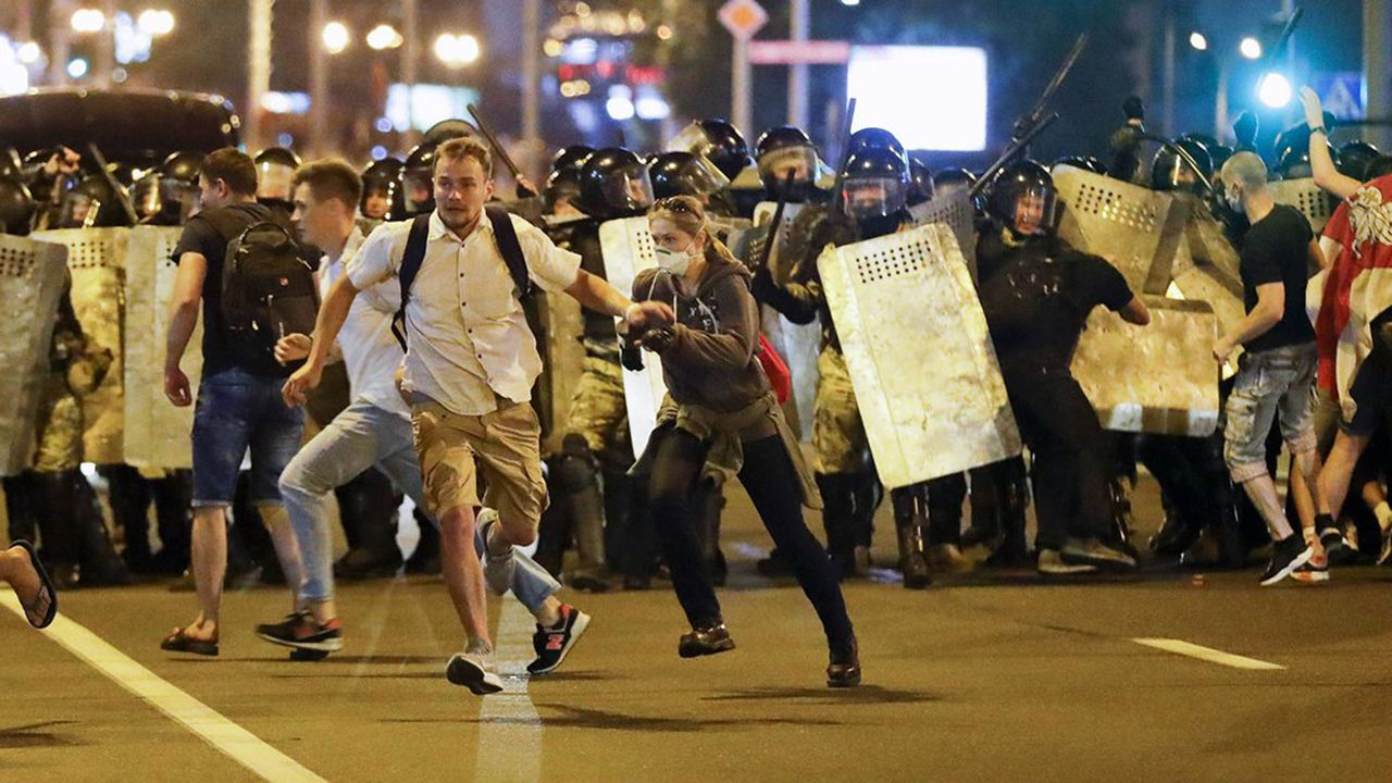 Des milliers de manifestants sont descendus dans la rue à la suite de la réélection du président Alexandre Loukachenko, avec plus de 80% des voix.