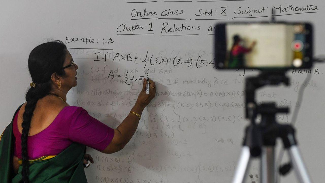 Beaucoup d'étudiants, notamment dans les pays pauvres, n'ont pas pu poursuivre leurs études à distance pendant la crise du Covid-19. Le large fossé numérique entre régions s'est manifesté à cette occasion.